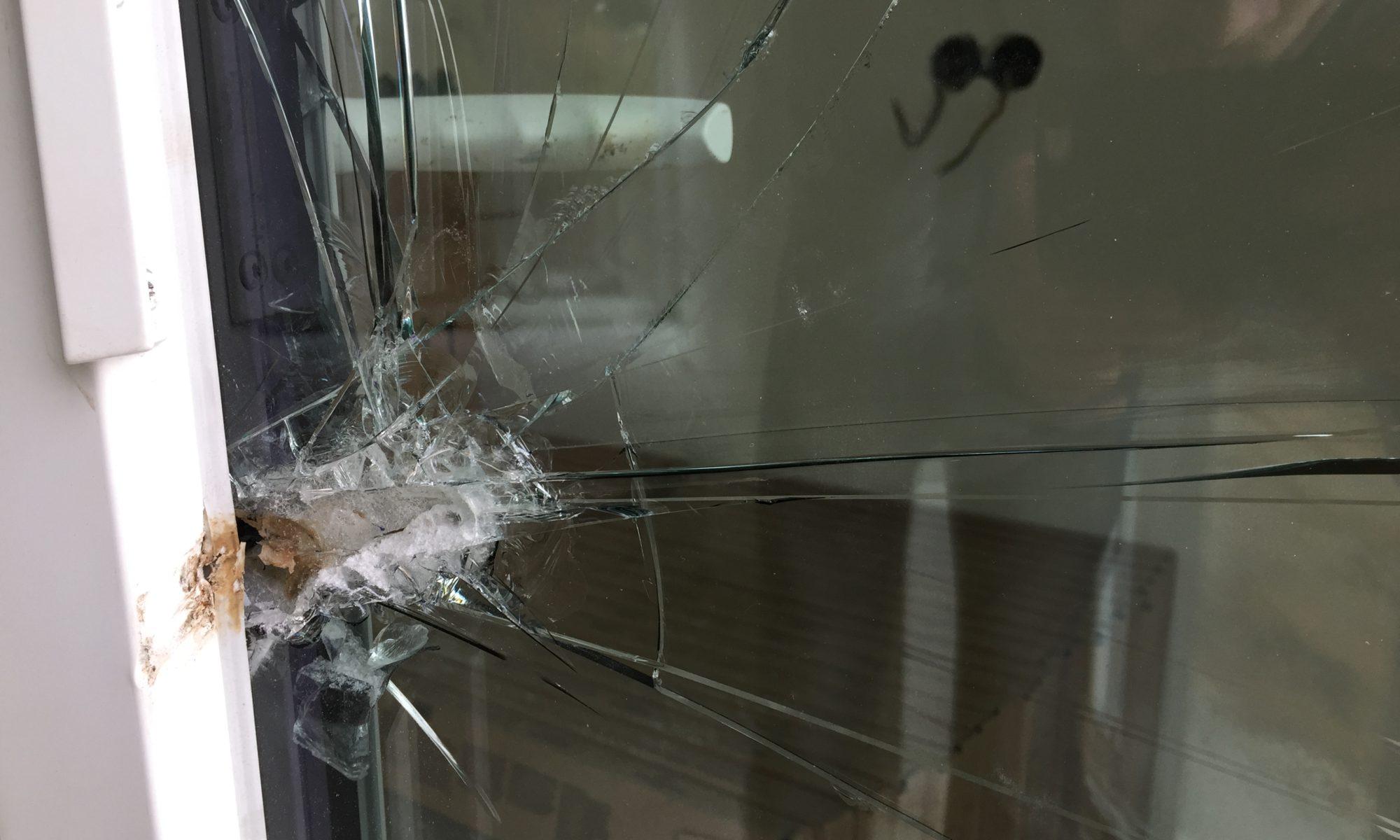 Glastüre beschädigt
