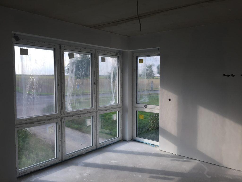 Eckfenster im Schlafzimmer