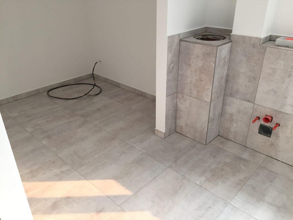 Badezimmer mit Wäscheabwurfschacht